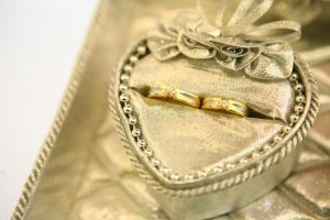 yellow gold diamond wedding bands 克拉重量